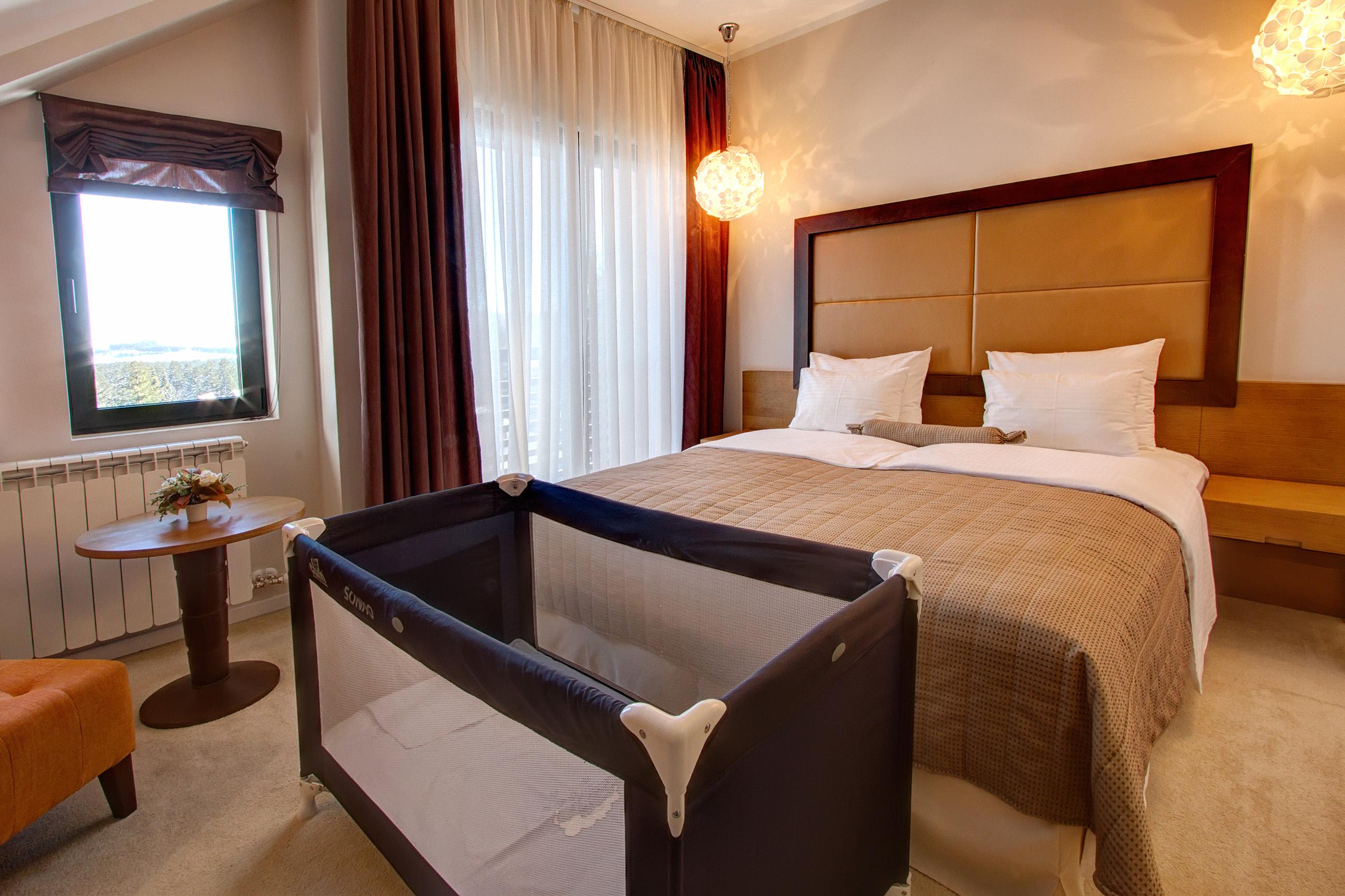 Zlatibor, smestaj, letnji odmor, spavanje, pansion, spa, soba, apartman, akcija, nova godina, hotel mir 17