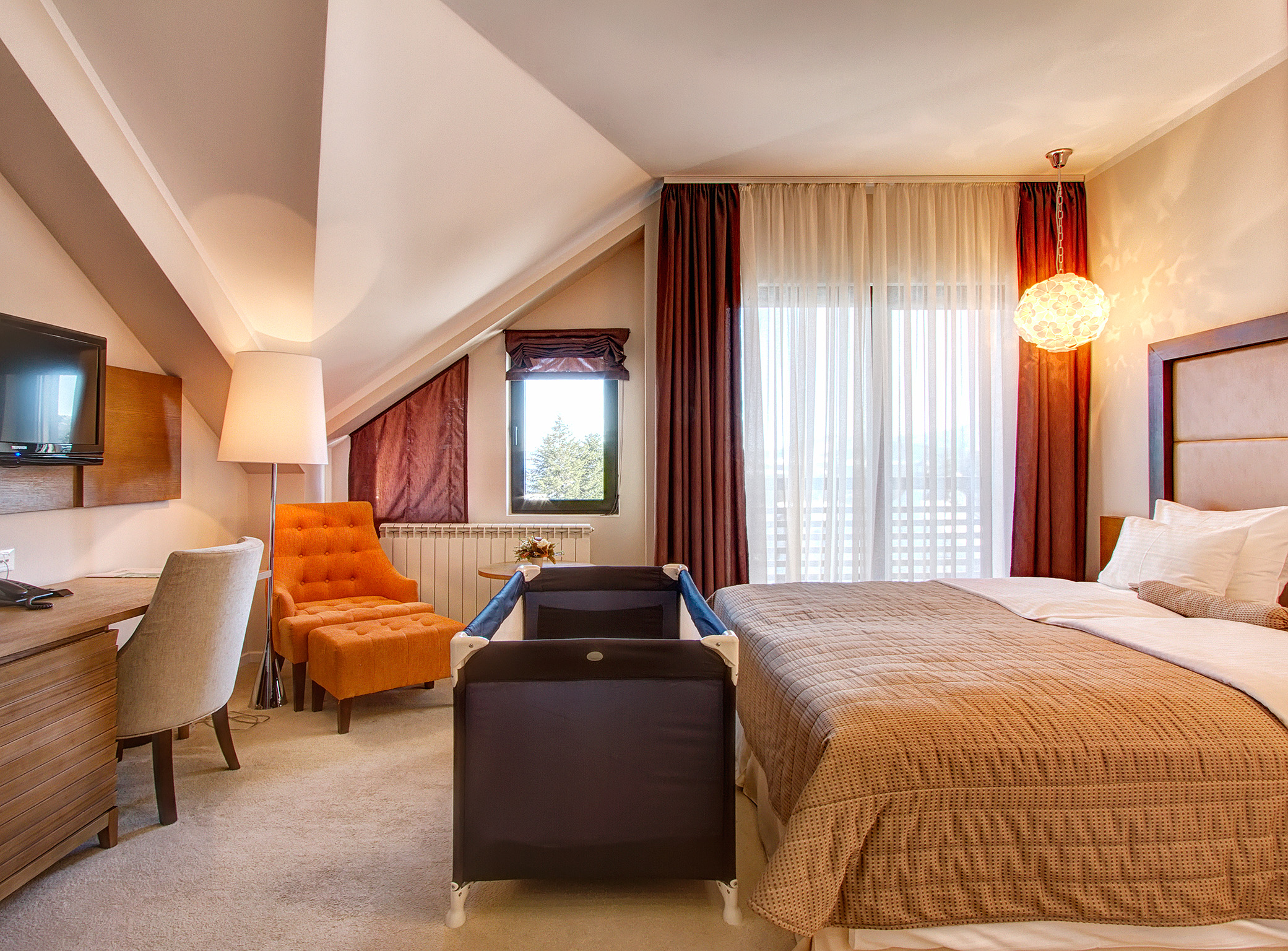 Zlatibor, smestaj, letnji odmor, spavanje, pansion, spa, soba, apartman, akcija, nova godina, hotel mir 16