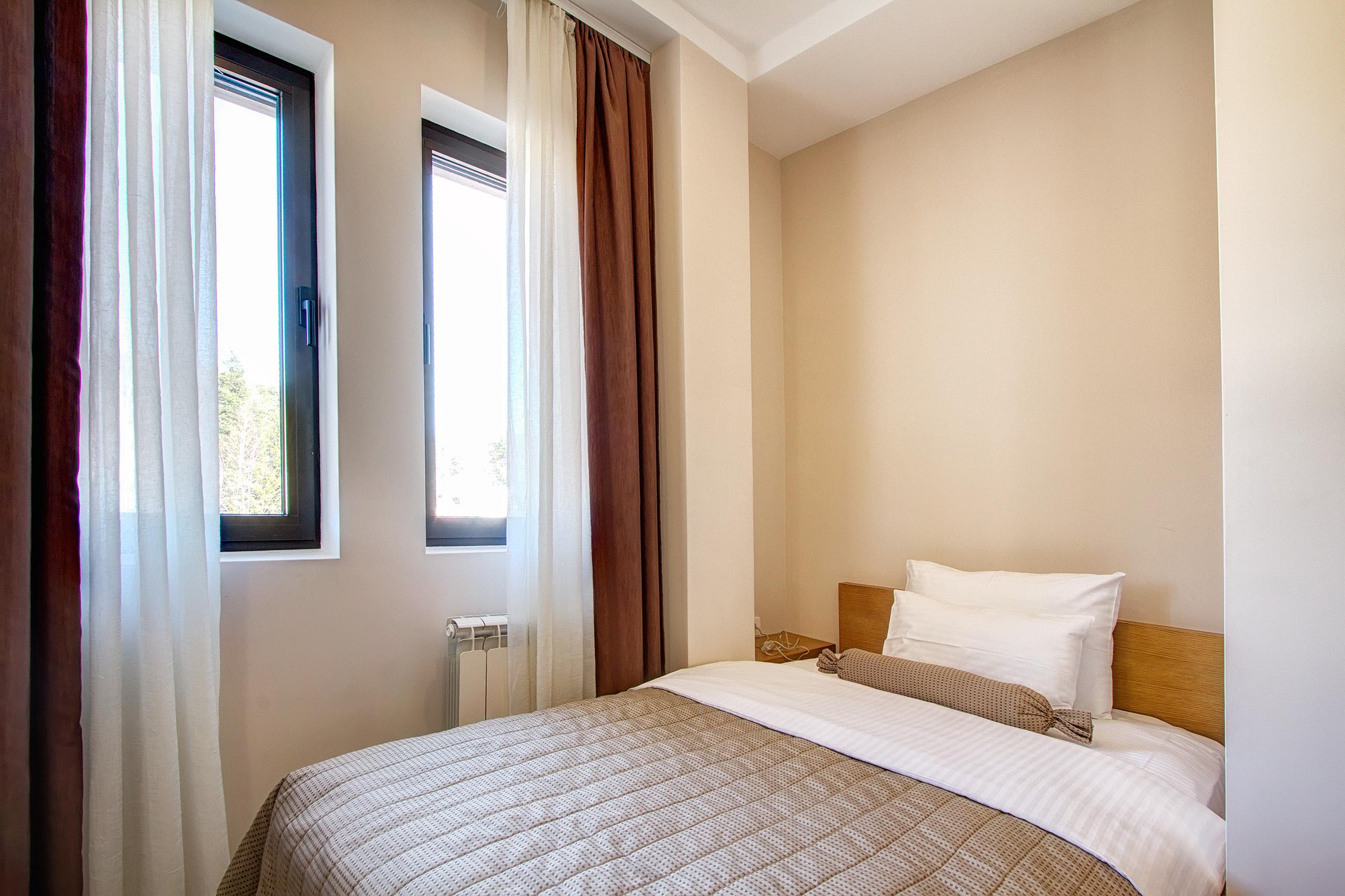 Zlatibor, smestaj, letnji odmor, spavanje, pansion, spa, soba, apartman, akcija, nova godina, hotel mir 15